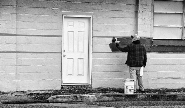 Randy McGloner repaints the side of Lindsay's Warehouse as part of renovations. photo by Tara Halley - 2018