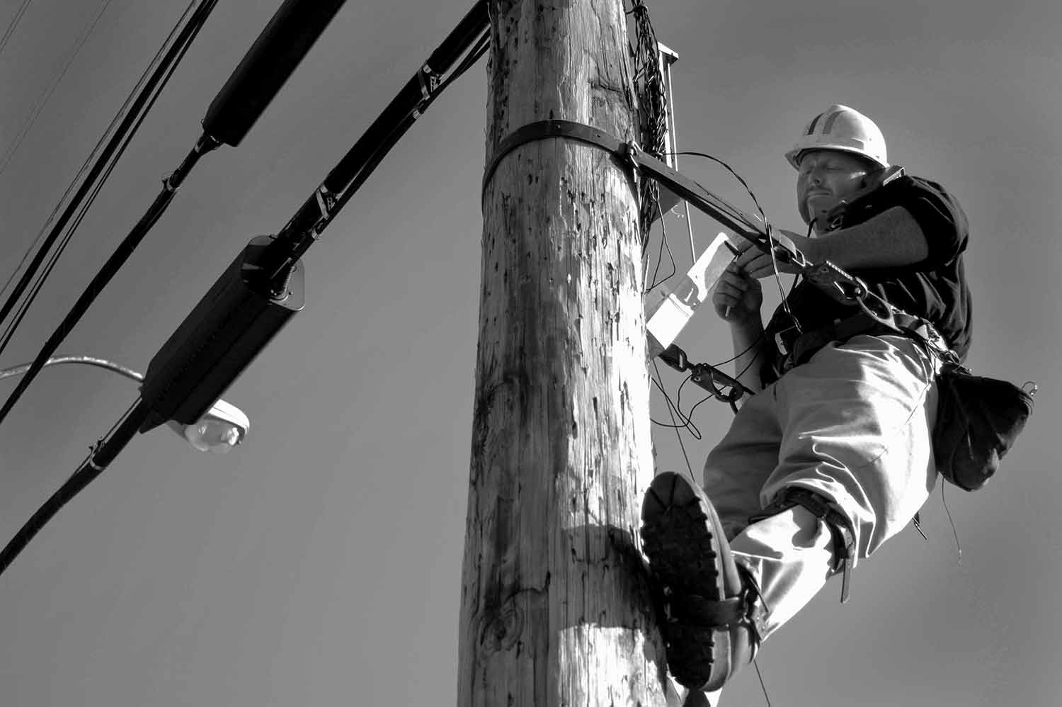 Eric Partin of Bell South works on the phone lines above Lafollette. photo by Beth Liggett - 2005
