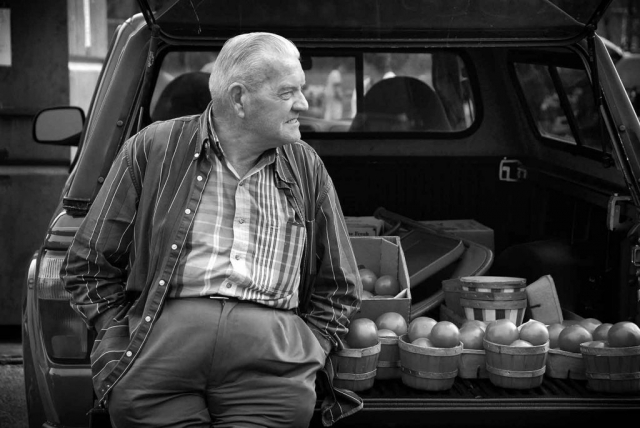 Jim Mayfield waits for customers who are drawn to his ripe Florida tomatoes. photo by Paul F. Hassell - 2007