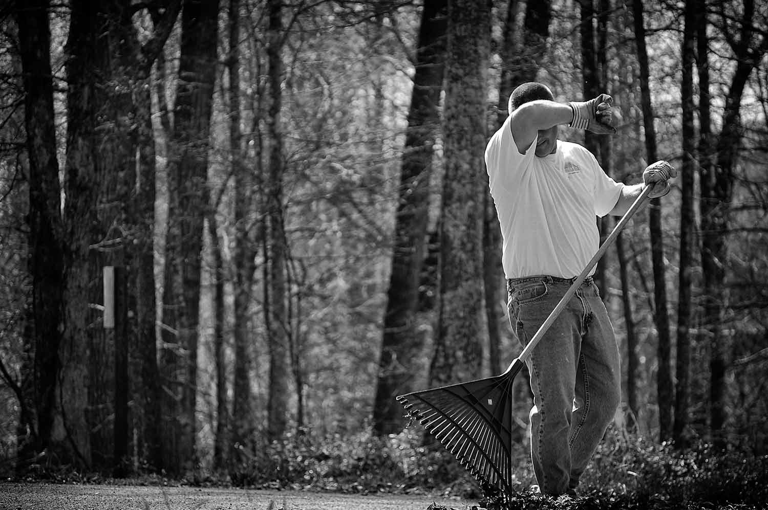 Jim Eickhoff does yardwork at his home in Cove Point. photo by Jordan Vest - 2009