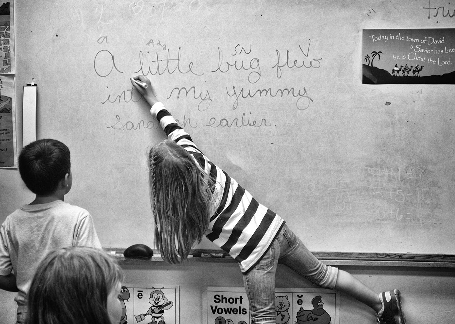 First grader Marley Caldwell diagrams a sentence. photo by Robby Veronesi - 2014